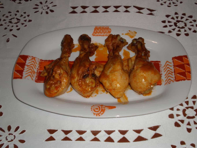 bdc7d0f30e0c420b2ac279d6a1c096e4 - muslos de pollo en salsa de tomate
