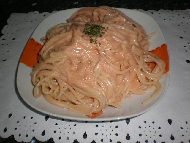 Recetas de Espaguetis con bechamel y tomate