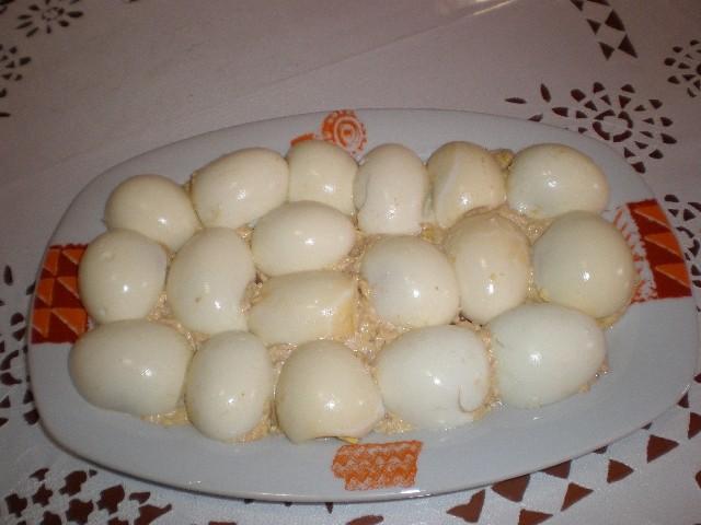 Huevos rellenos de atún y millito
