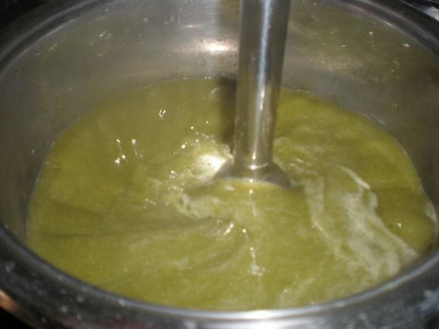 Batir crema de espárragos