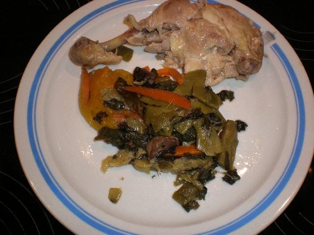 Muslos de pollo hervidos con verduras al vapor