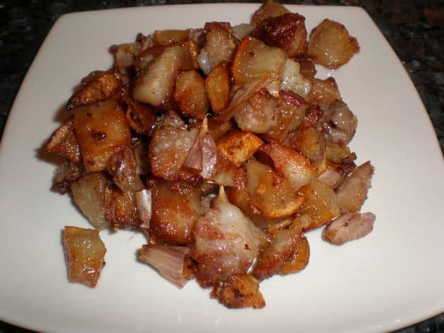 Papada de cerdo al ajillo