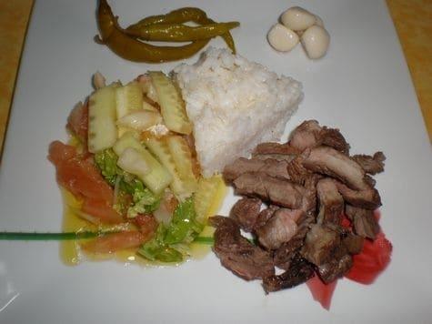 Tacos de buey a la brasa con convoy de arroz y ensalada