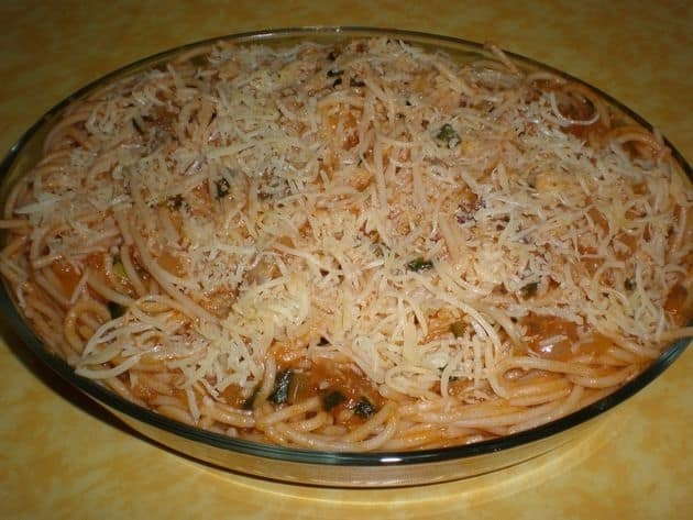Pasta nidos de espinacas con salsa blanca