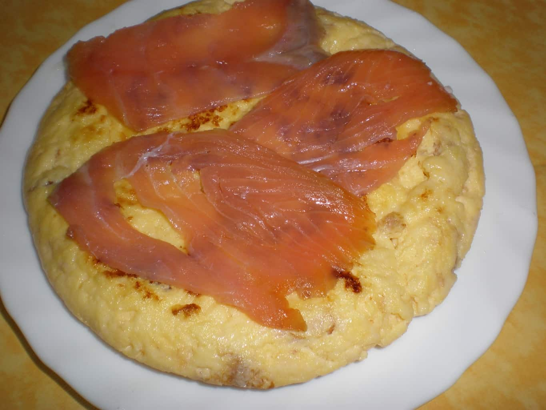 1c02df27d352caf7b0780fd631512bf4 - Tortilla francesa, con salmón ahumado