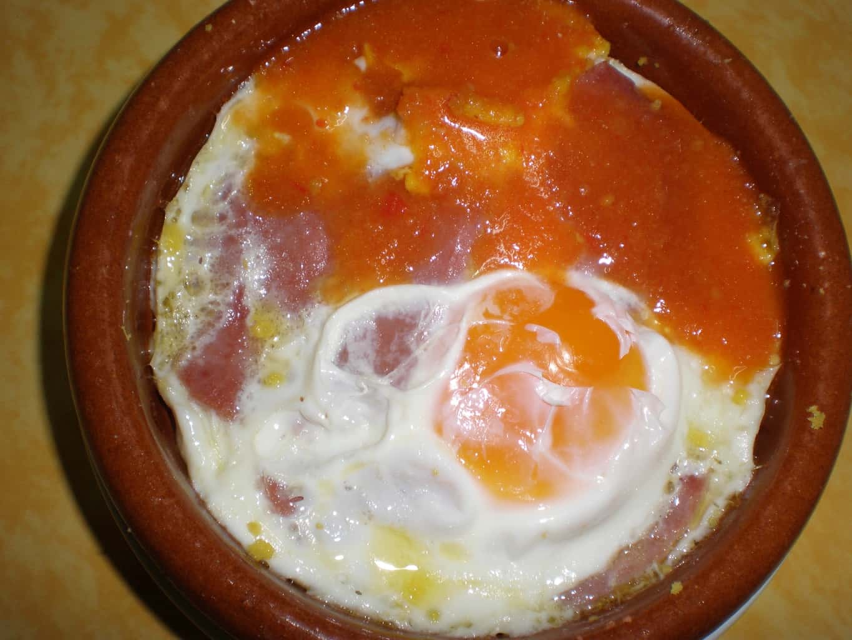 Huevos en cazuelita de barro