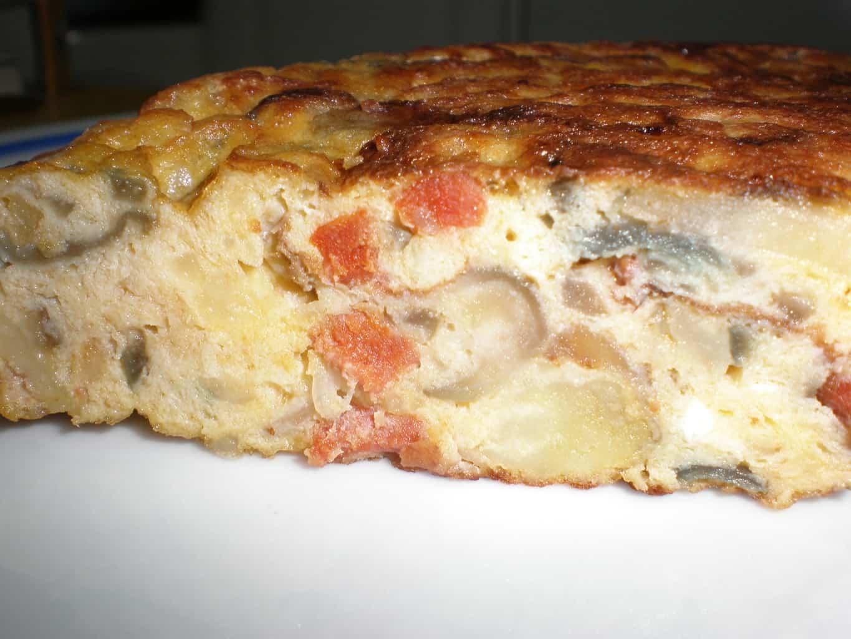 e0b863f873638efa81a0f8773b39882d - Tortilla con papas, cebolla morada y chorizo