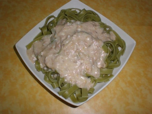 a05812a6ea54f32db80b865f7cd66f25 - Pasta nidos de espinacas, con salsa blanca
