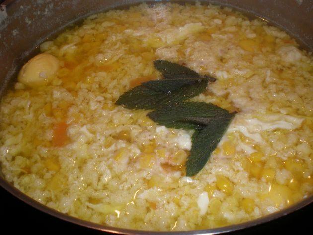 Sopa de maíz, con huevos