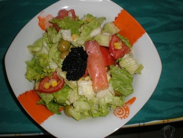 5cf8d68adfbc926b964baa0e9f5b8056 - Ensalada con sucedáneo de caviar