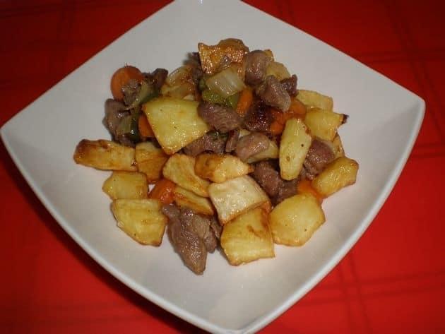 67dcc46237b8f15ce4fdbadcc79dc8ea - Compuesto de ternera, con zanahorias fritas