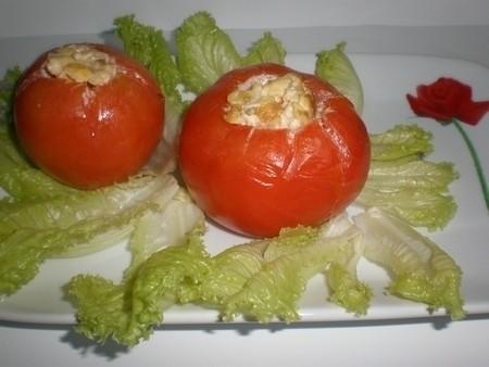 083a3cd1f6267cd054f0bab31261d7ae - Tomates rellenos, de revuelto de huevos