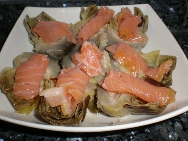 Corazones de alcachofas con salmón