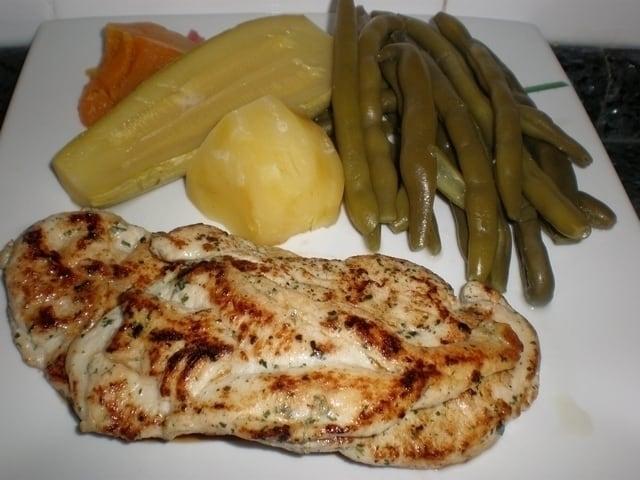 1bd58d5578a772a7d45ae443756a785d - Filetes de pollo con verdura hervida