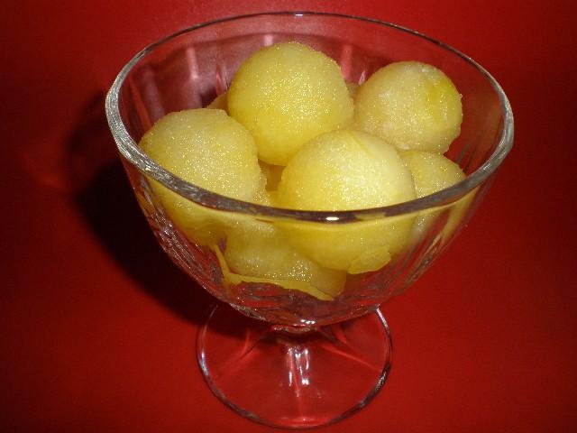 Bolitas de melón en copa