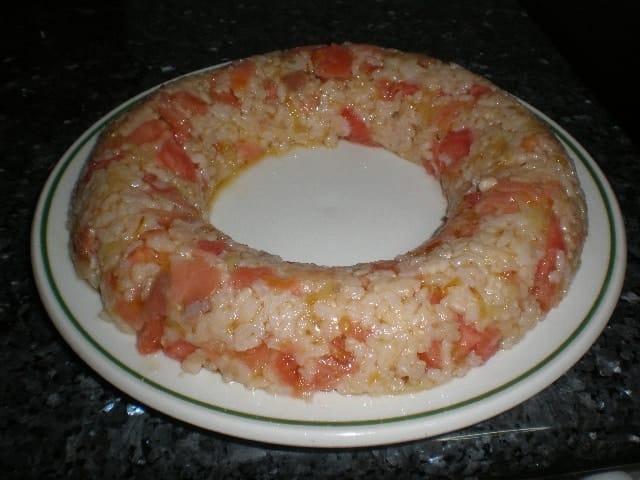 Corona de arroz integral y salmón