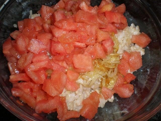Arroz, cebolla y tomates