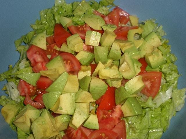 Lechuga tomate y aguacate