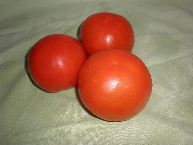 Tomates enteros - Bacalao con sabor a chicharos