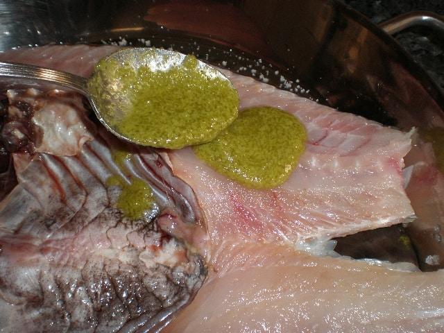 Vieja a la espalda con cilantro batido