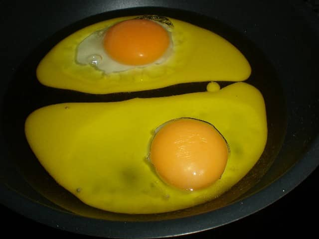 Freír huevos