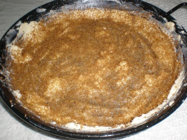 Molde con mantequilla y azúcar