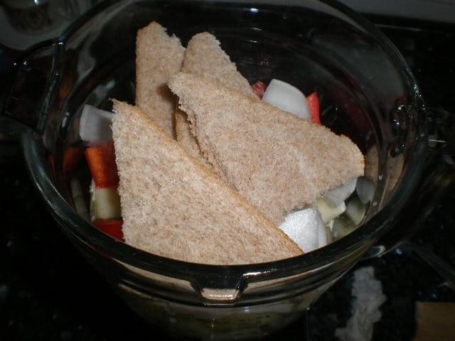 Ingredientes para el gazpacho en la batidora