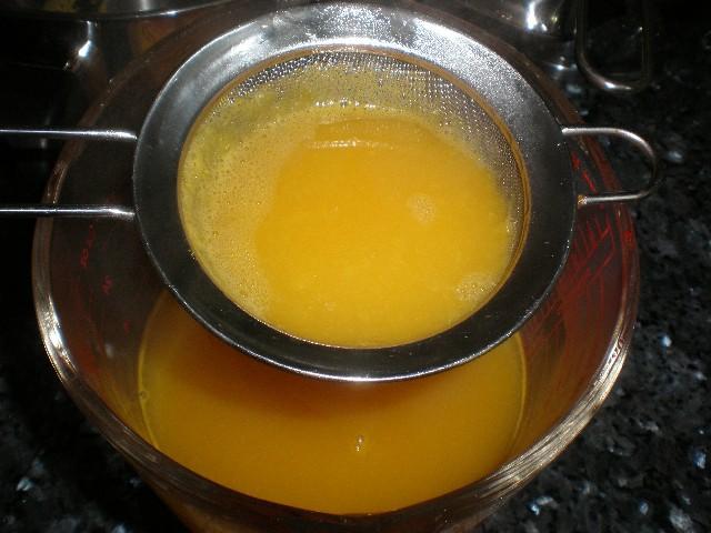 Colar el zumo de mandarina con la gelatina