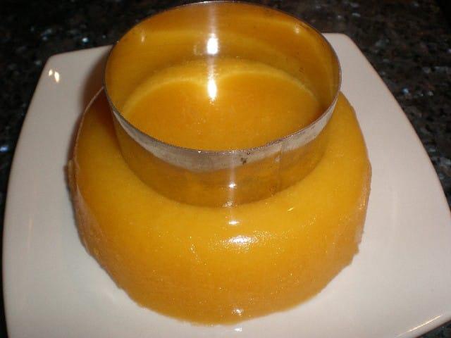 Hacer corona de gelatina de mandarinas