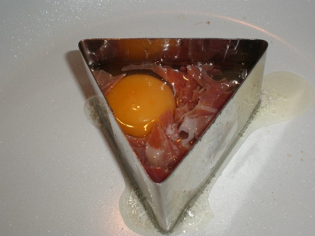 Triangulito de huevo y jamón serrano