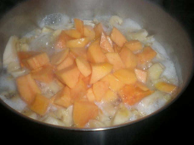 Elaborar mermelada de plátano y papaya con cítricos