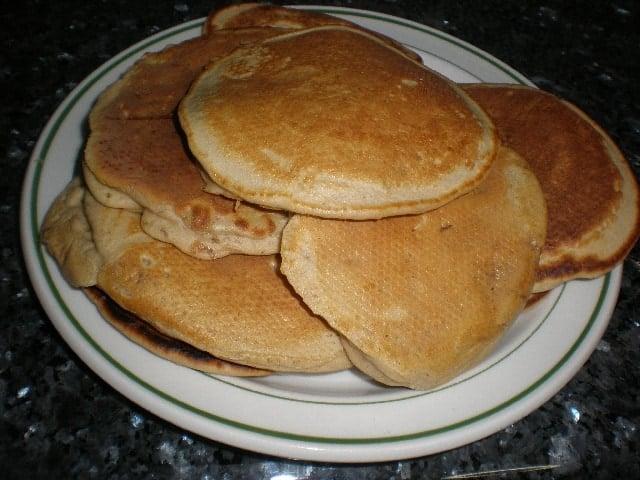 Tortitas de mermelada de plátano y papaya con cítricos
