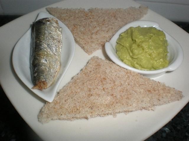 5f6cc6be54b220e9d450a5b9c3eb9016 - Tapa de sardinas y aguacate