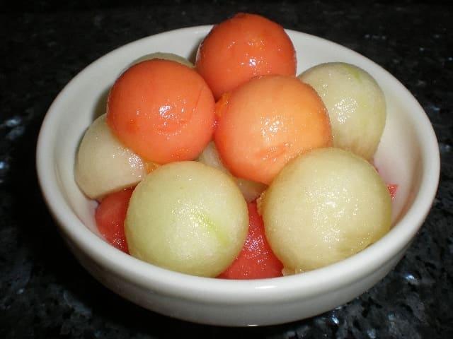 Bolitas tricolores de frutas
