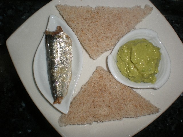Tapa de sardinas y aguacate