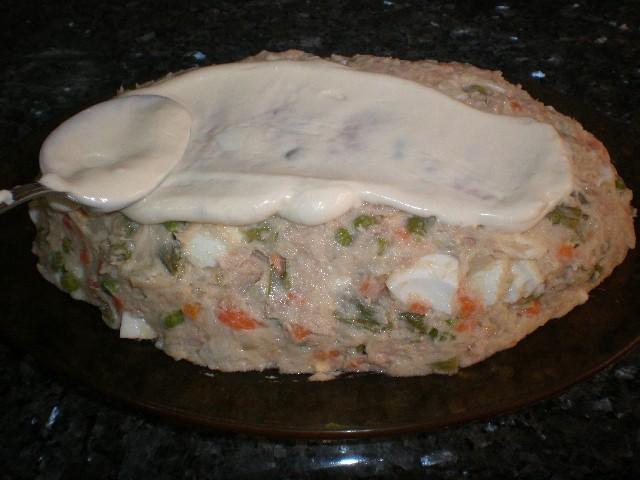 Cubrir de mayonesa - Ensaladilla con cobertura de mayonesa