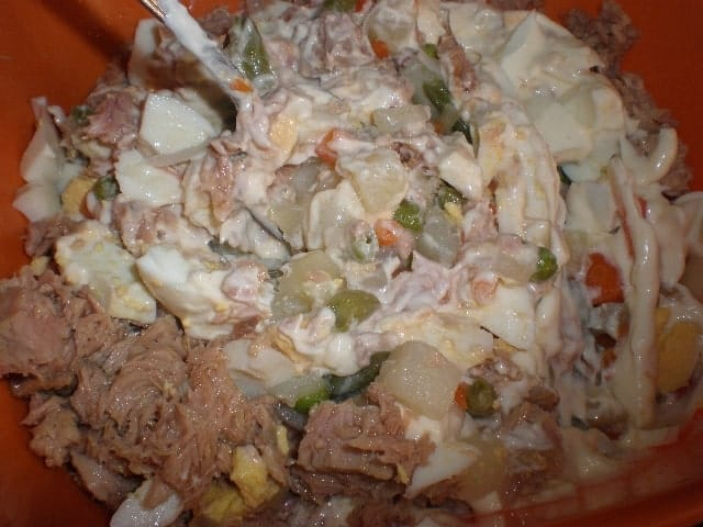 Mezclar ensaladilla - Ensaladilla manzanilla