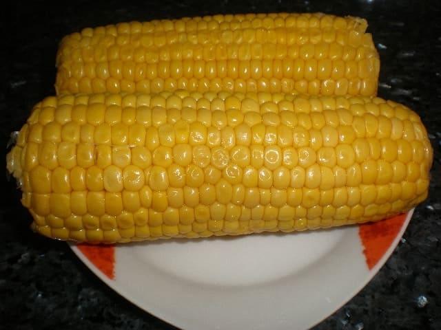 Piñas de millo (mazorcas de maíz)