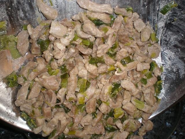 Tiras de cerdo con verde de puerro