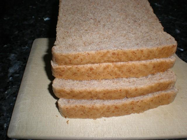 Rodajas de pan - ▷ Mortero de aguacate y ajo encurtido 北 陋