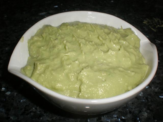 Salsa de aguacate y queso batido