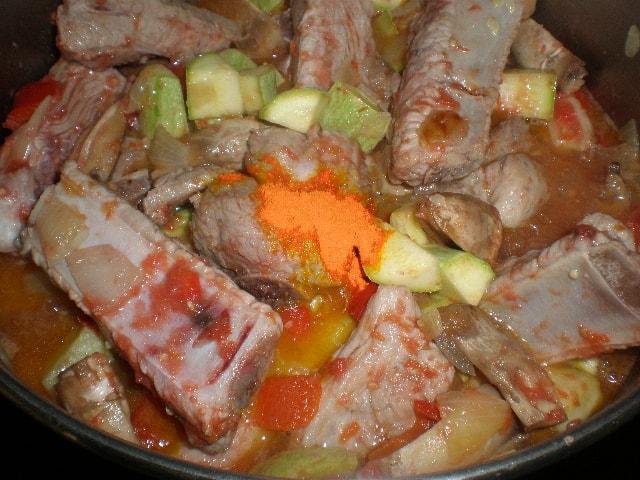 Elaborar costillas de cerdo en salsa