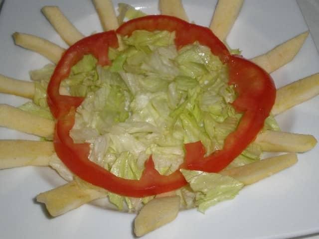 Escarola, manzana y tomate