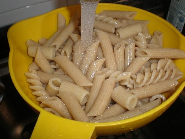Lavar la pasta integral