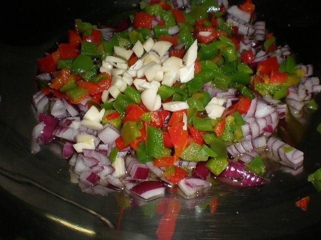 Meter verduras de sofrito