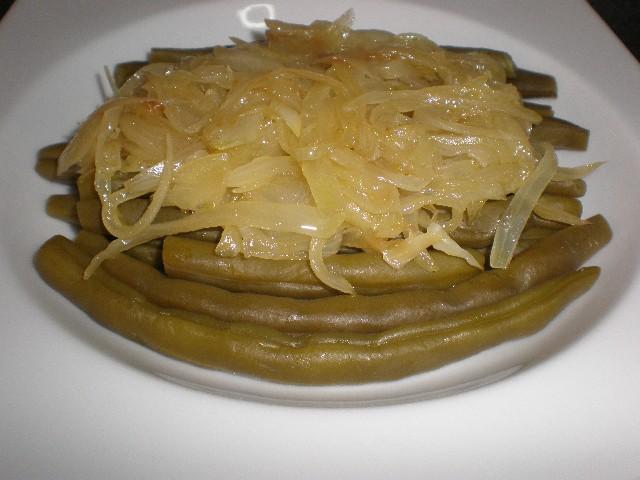 Habicuelas y cebolla pochada a punto de caramelo