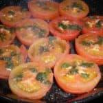 Tomates con cilantro al horno