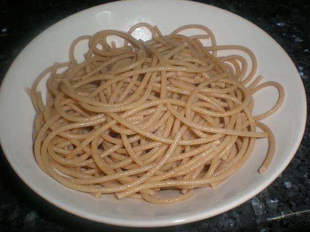 Raci%C3%B3n de espaguetis - Pasta de quinoa a los dos pescados