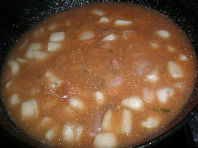 Rejos de potón y gambas en salsa