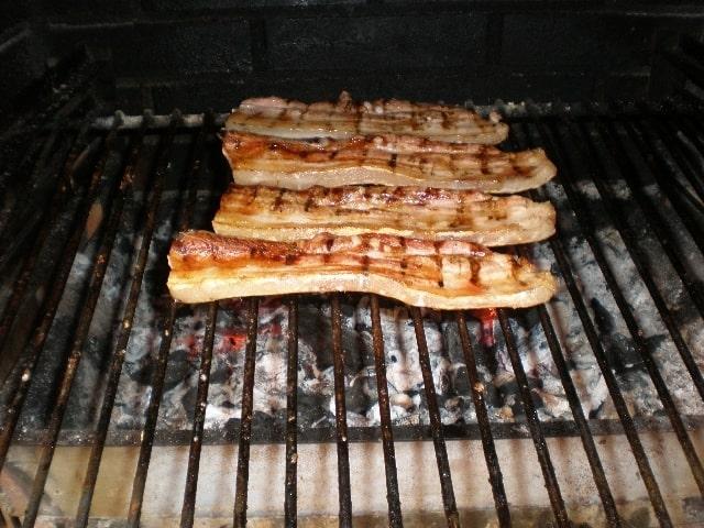 Panceta de cerdo en la barbacoa